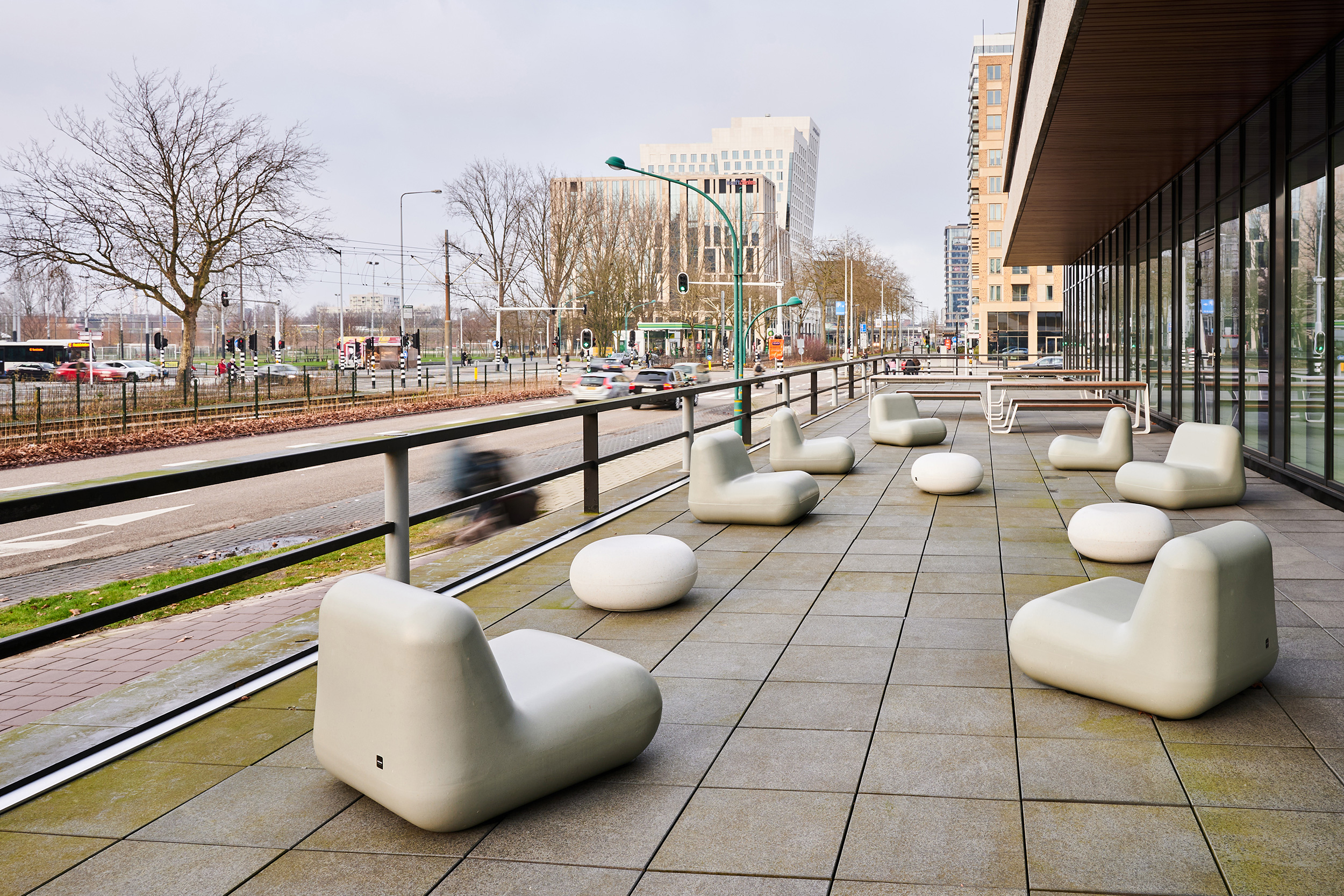 Zuidas overview with citizens passing a public terrace with Durbanis recycled seats