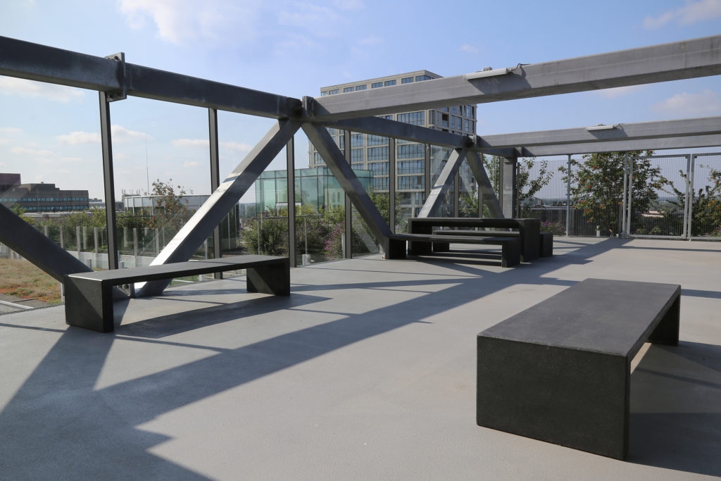 Terrace where you can contemplate the views of Eindhoven, with the concrete benches of the Durbanis firm.